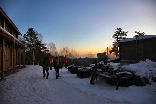 朝の山荘前